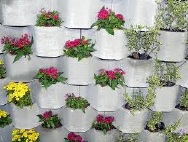 jardim vertical tijolo: baiano ceramica – Piracicaba – bloco de cimento para jardim vertical