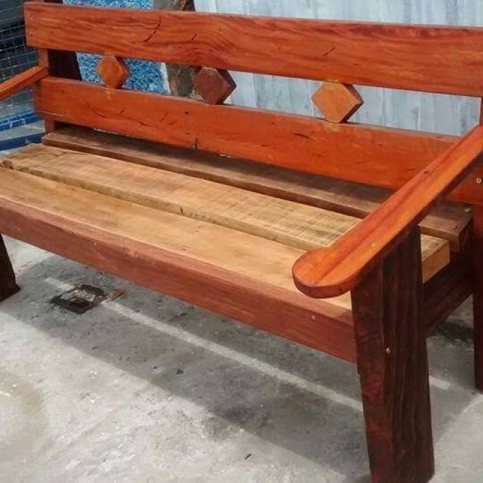 sof de madeira rstico