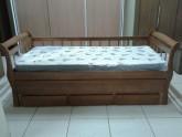 Sofa Cama Bicama madeira com auxiliar e gavetas 0,90