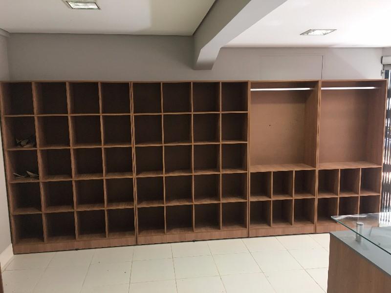 Fondo De Armario Translation ~ Armários em madeira para lojas e closets em Piracicaba Monta Loja Móveis e Acessórios para