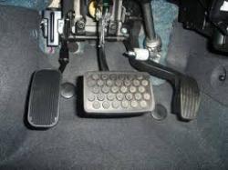 Adaptação de Pedal para Deficiente Acelerador lado esquerdo