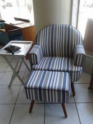 Poltrona de fechamento, cadeira de quarto, poltrona de sala, colorida com puff