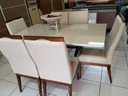 Mesa de madeira com 6 lugares, mesa com tampo laqueado off white, sala de jantar laqueada, mesa com cadeiras estofadas
